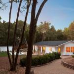 Planos de casa contemporánea de un nivel, tres baños, tres dormitorios, sin garaje